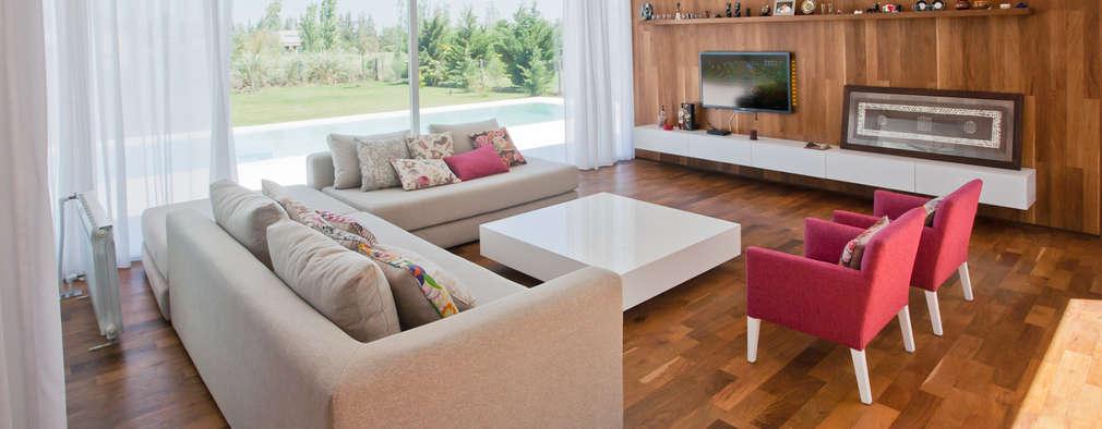 Salas / recibidores de estilo moderno por VISMARACORSI ARQUITECTOS