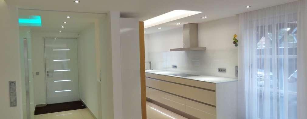 moderne Keuken door Innenarchitekturbüro Jürgen Lübcke