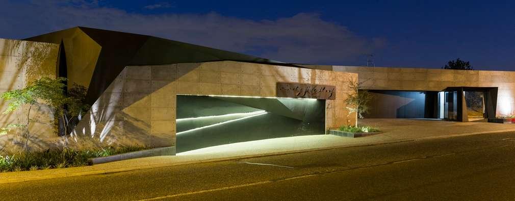 Casas de estilo moderno por Nico Van Der Meulen Architects