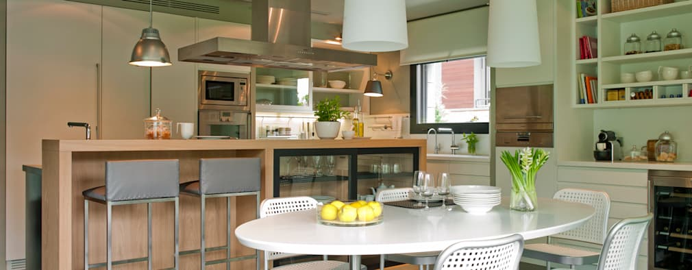 modern Kitchen by DEULONDER arquitectura domestica