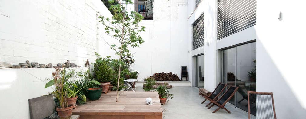 Jardines de estilo moderno por lluiscorbellajordi
