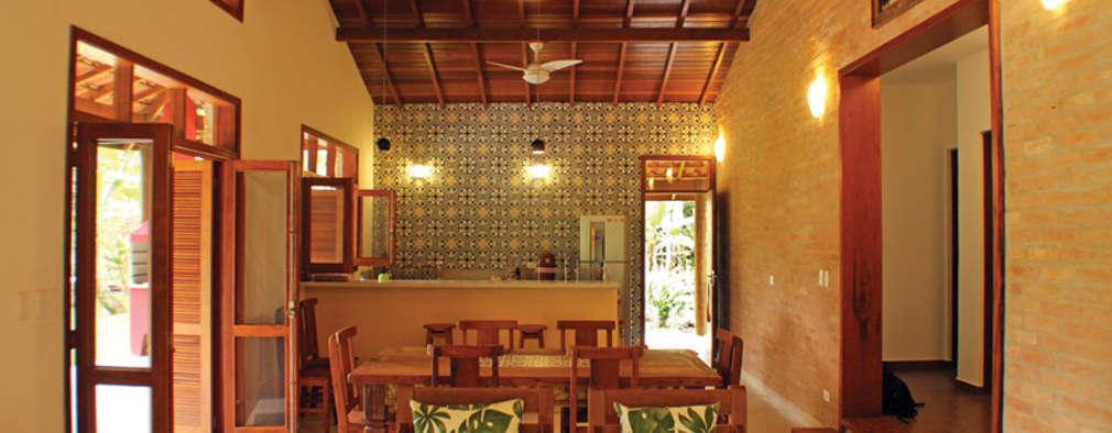 colonial Living room by RAC ARQUITETURA