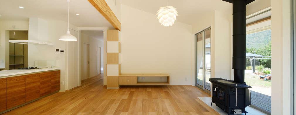 ห้องนั่งเล่น by 株式会社kotori