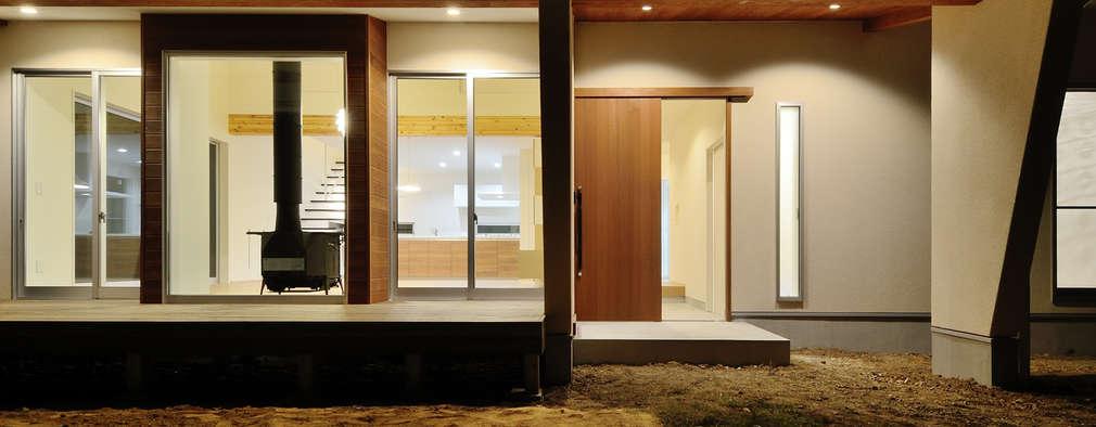 Casas de estilo escandinavo por 株式会社kotori