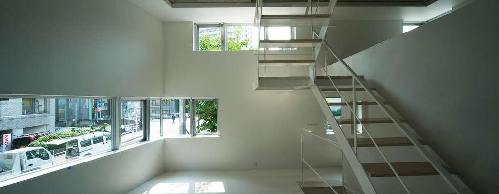minimalistic Living room by 山本想太郎設計アトリエ