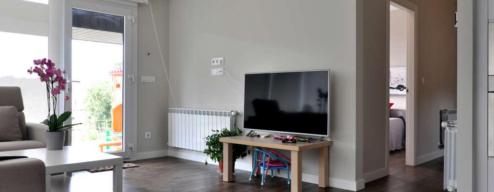 modern Living room by Casas Cube