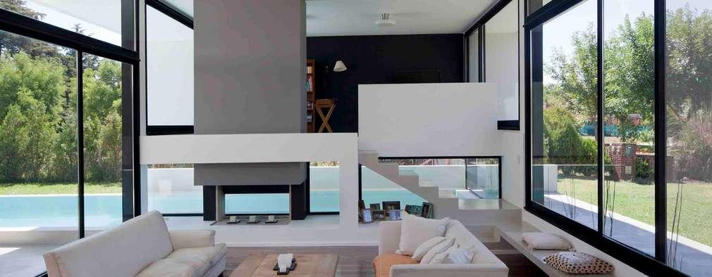 Livings de estilo moderno por Remy Arquitectos