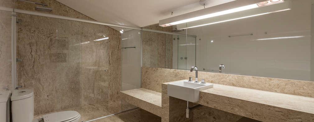 Residência Planalto: Banheiros modernos por Estela Netto Arquitetura e Design