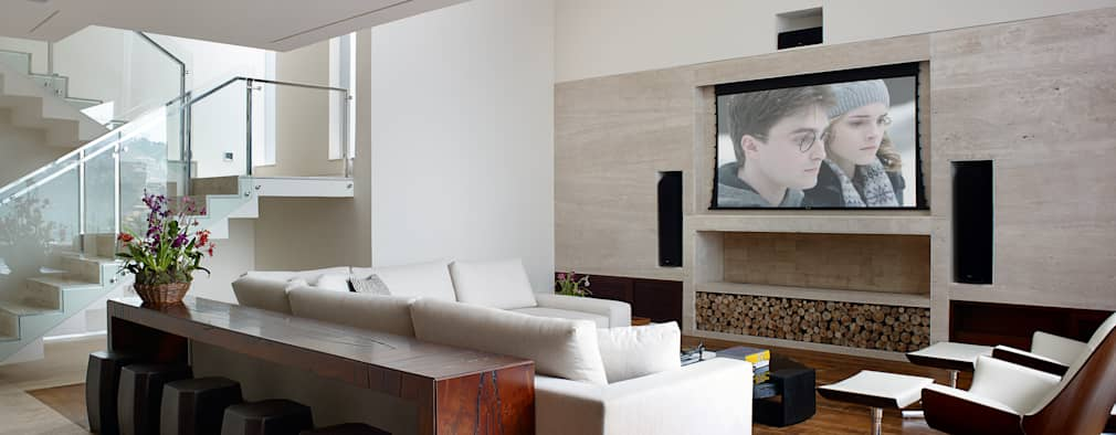 modern Media room by Márcia Carvalhaes Arquitetura LTDA.