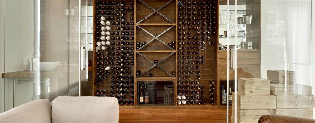 Casa Vila Alpina 02: Adegas modernas por Márcia Carvalhaes Arquitetura LTDA.