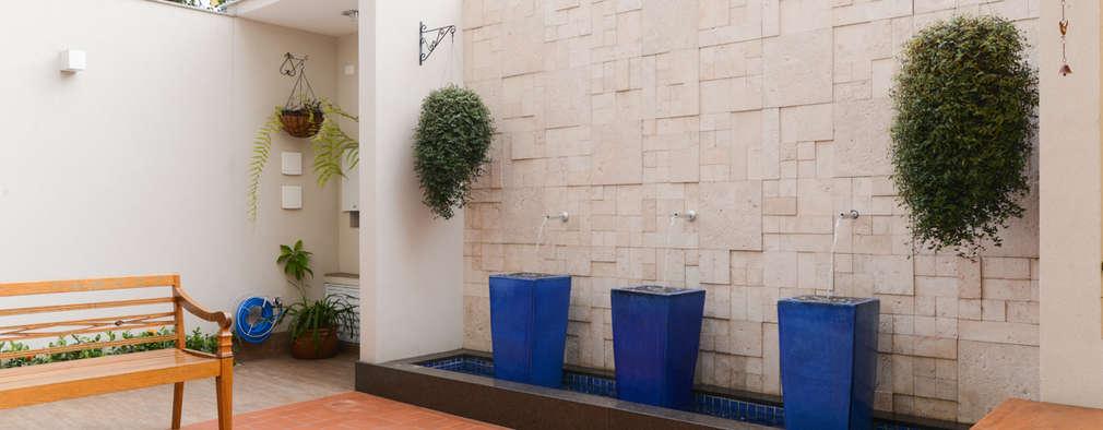 Jardines de estilo moderno por LAM Arquitetura | Interiores