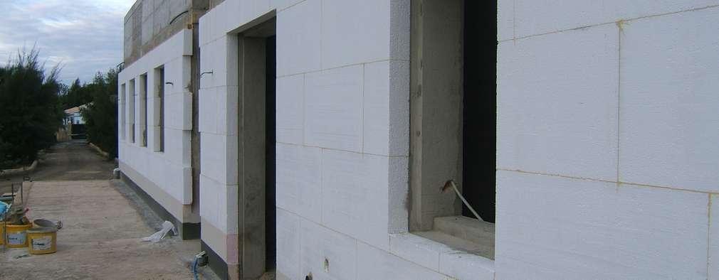 Isolamento Térmico pelo exterior: Habitações  por RenoBuild Algarve