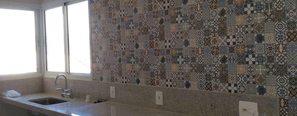 rustic Kitchen by Vanda Carobrezzi - Design de Interiores