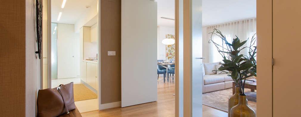 Couloir et hall d'entrée de style  par Traço Magenta - Design de Interiores