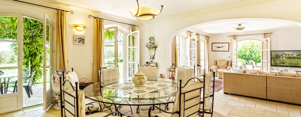 mediterranean Dining room by PASSAGE CITRON