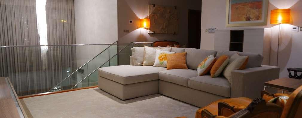 Mezanine: Salas de estar clássicas por Stoc Casa Interiores