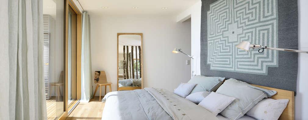 Dormitorios de estilo moderno por Bau-Fritz GmbH & Co. KG
