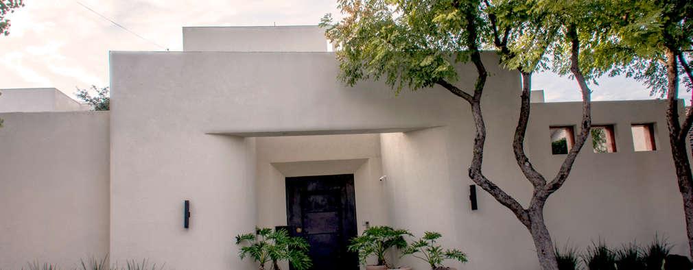 Fachada Principal : Casas de estilo ecléctico por CH Proyectos