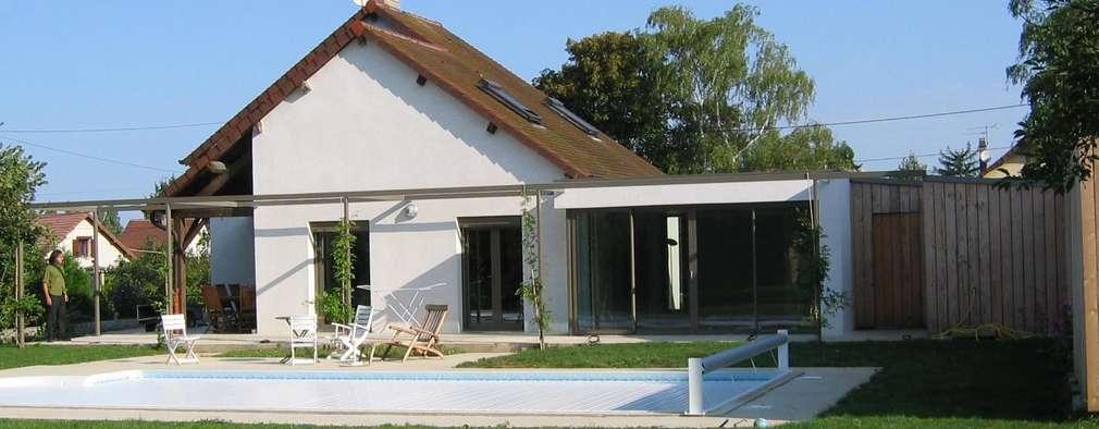 Façade sud sur jardin: Maisons de style de style Moderne par Thierry Marco Architecture