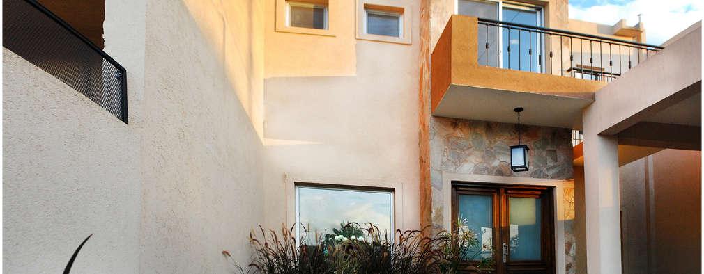 Casas de estilo moderno por Silvana Valerio