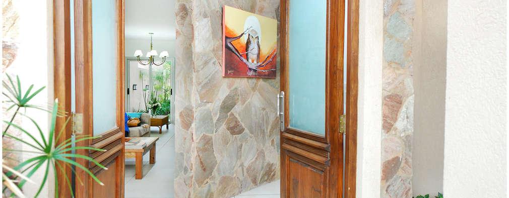 Couloir et hall d'entrée de style  par Silvana Valerio