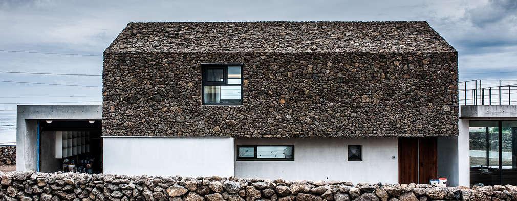 Casas de estilo moderno por ZeroLimitsArchitects