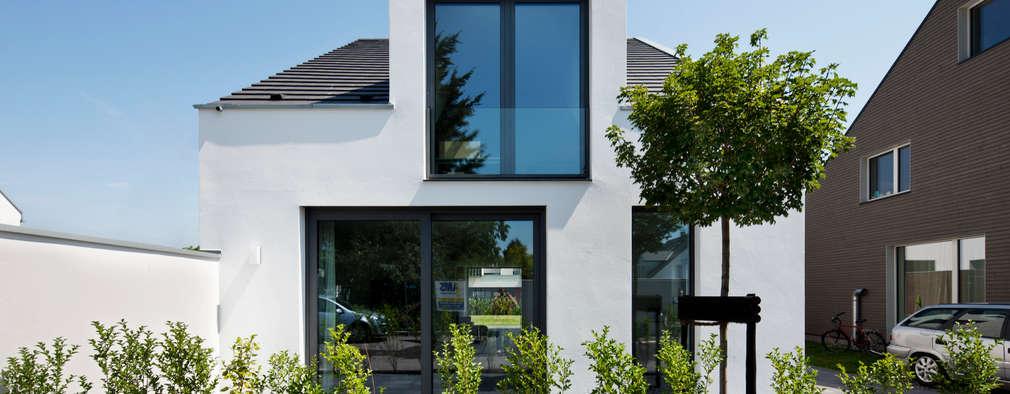 modern Houses by Corneille Uedingslohmann Architekten