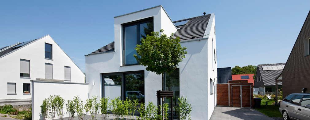 Maisons de style de style Moderne par Corneille Uedingslohmann Architekten