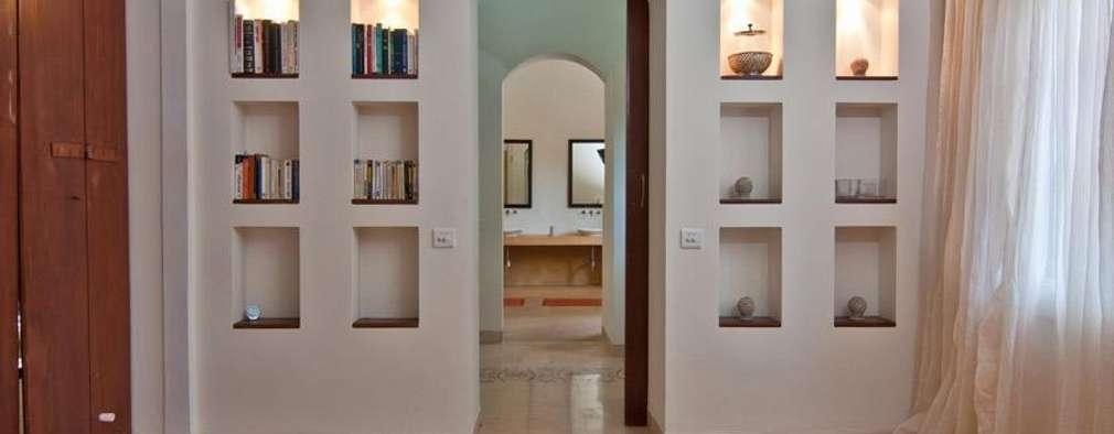 Recámaras de estilo moderno por Rita Mody Joshi & Associates