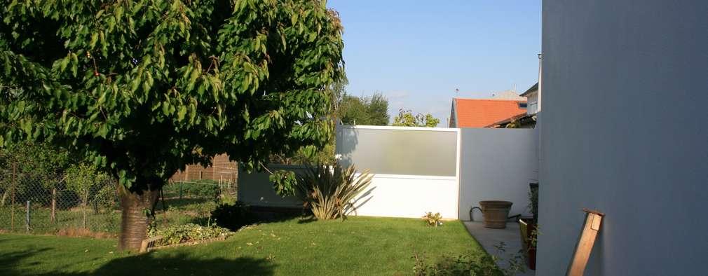 Le jardin:  de style  par Atelier FA - Achitecture d'intérieurs & d'extérieurs