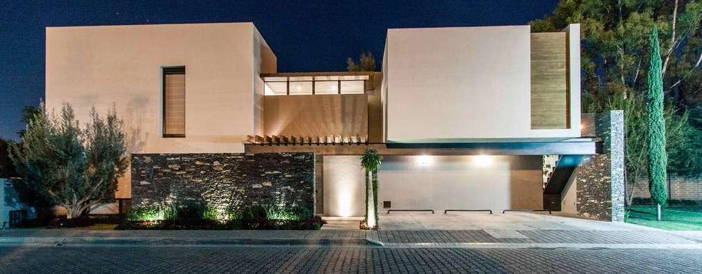 10 fachadas modernas ideales para casas de dos pisos for Fachadas modernas para casas de tres pisos