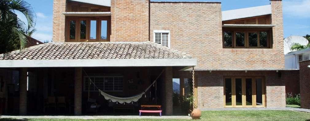 Fachada Nor-Este ya remodelada: Casas de estilo  por Odart Graterol Arquitecto