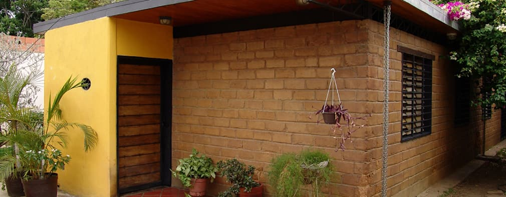 Fachada Principal: Casas de estilo  por YUSO