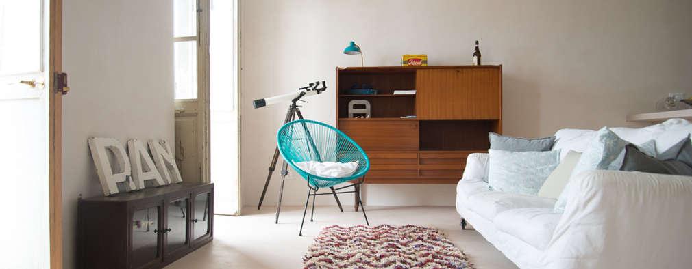 mediterranean Living room by con3studio