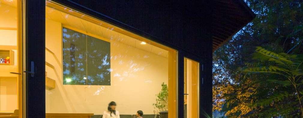 Projekty, eklektyczne Domy zaprojektowane przez キタウラ設計室