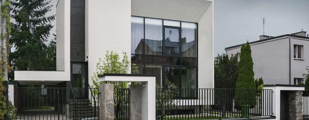 METAMORFOZA DOM KOSTKA. ELEWACJA FRONTOWA: styl nowoczesne, w kategorii Domy zaprojektowany przez PAWEL LIS ARCHITEKCI