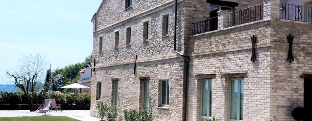 Casas de estilo rústico por Ing. Vitale Grisostomi Travaglini