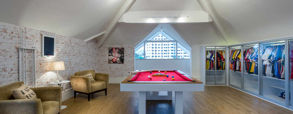 Salle multimédia de style  par Adriana Leal Interiores