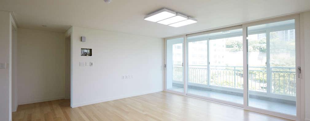 modern Living room by DESIGNSTUDIO LIM_디자인스튜디오 림