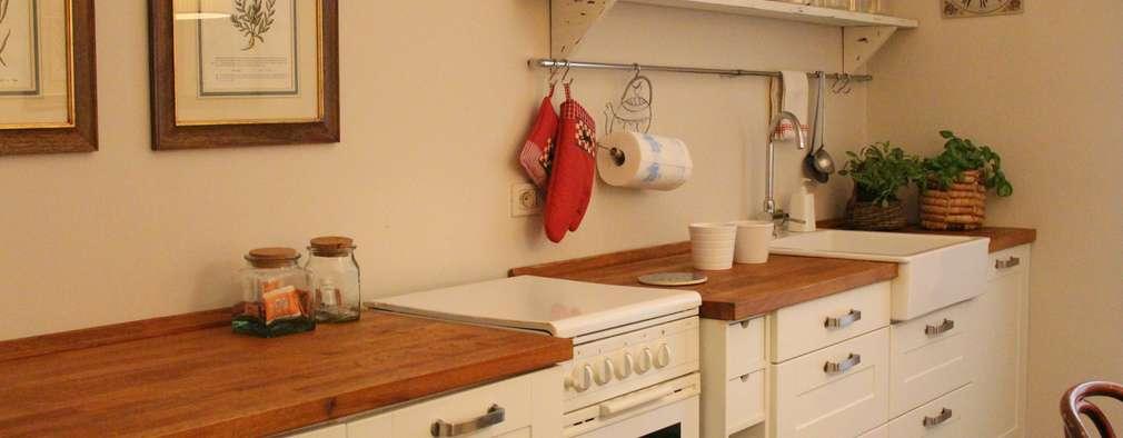 classic Kitchen by cristina mecatti interior design