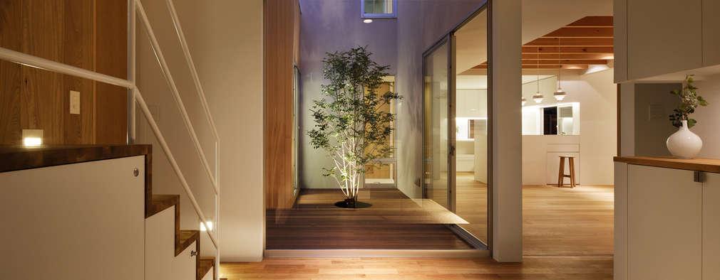 scandinavian Corridor, hallway & stairs by アトリエ スピノザ