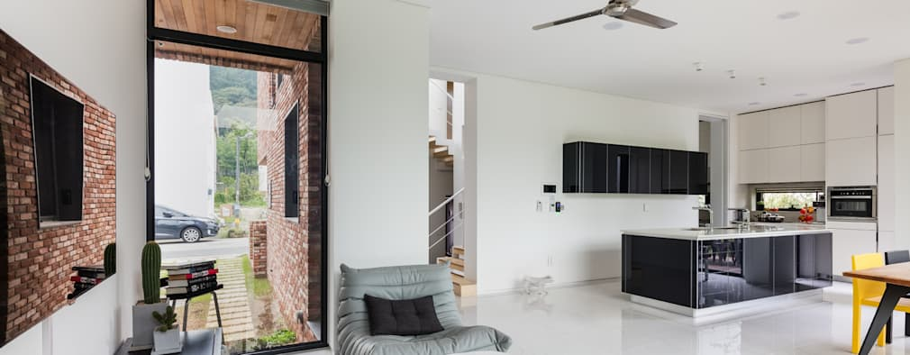 L house: aandd architecture and design lab.의  거실