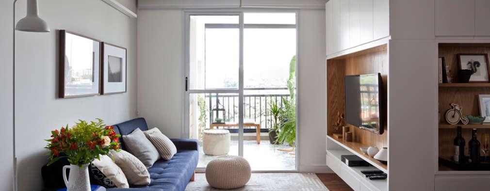 Salas / recibidores de estilo escandinavo por INÁ Arquitetura
