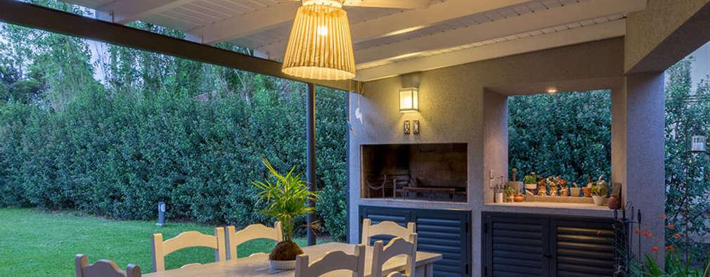 Casa El Paso I: Jardines de estilo moderno por ARRILLAGA&PAROLA