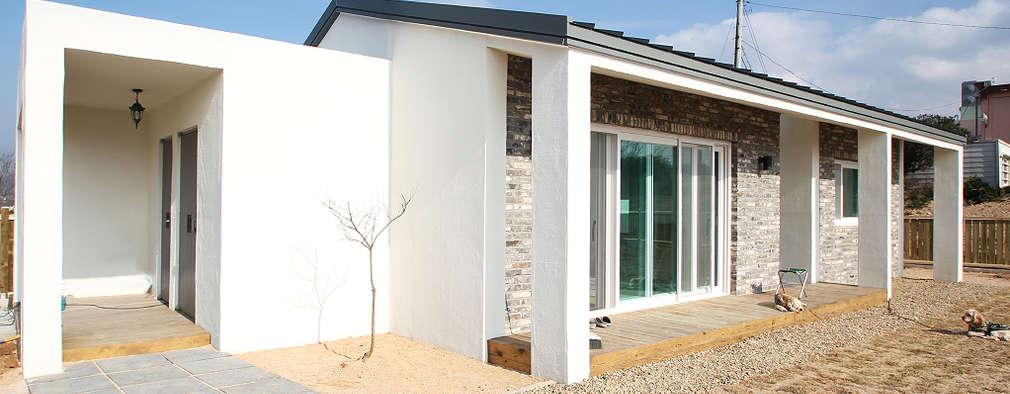 moderne Huizen door 로움 건축과 디자인