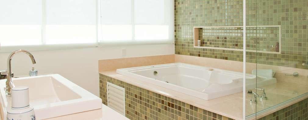 RESIDENCIA CAMPO 2: Banheiros modernos por Martins Valente Arquitetura e Interiores