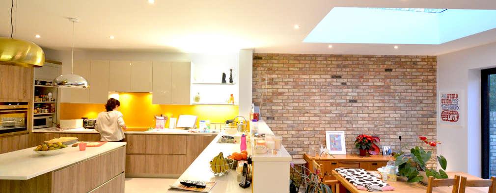 Cocinas de estilo moderno por GOAStudio   London residential architecture