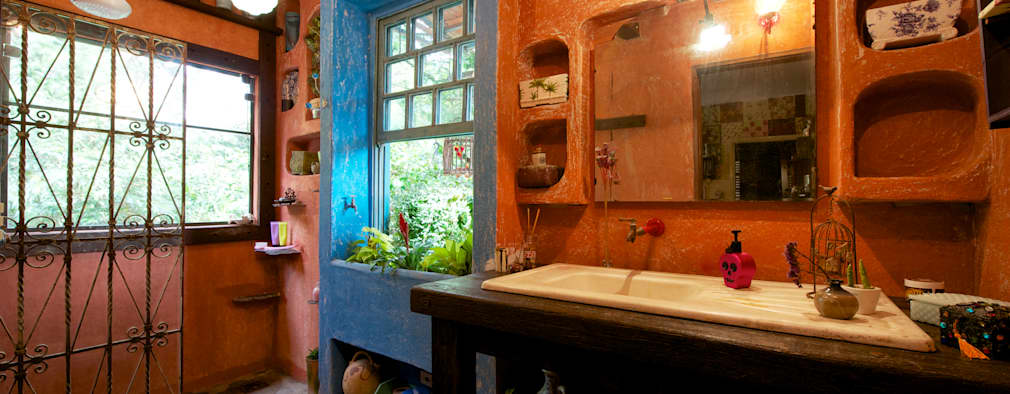 rustic Bathroom by Régua Arquitetura