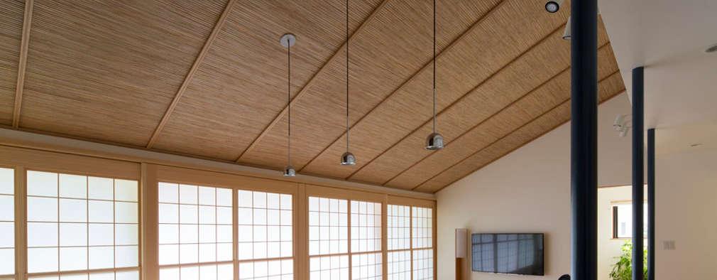 Ruang Keluarga by TRANSTYLE architects