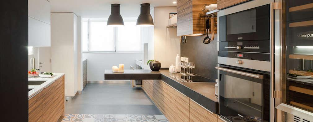 Cocinas de estilo ecléctico por FABRI